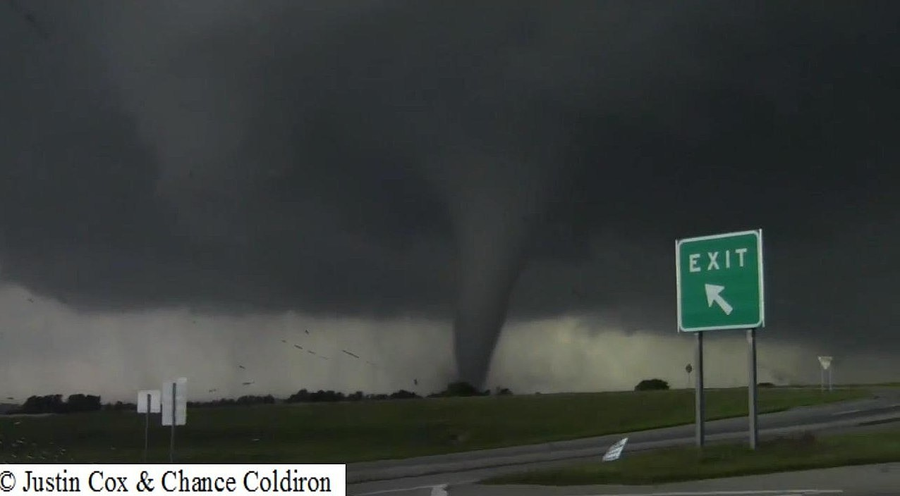 Amazing Footage - The Best Video Of The Moore Tornado's First 10 Minutes From Birth To EF5!