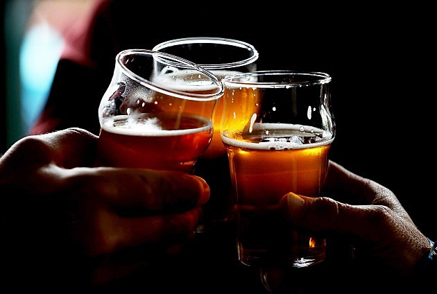 beer glasses toasting