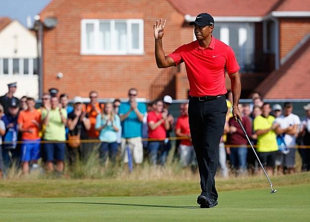Tiger Woods waving