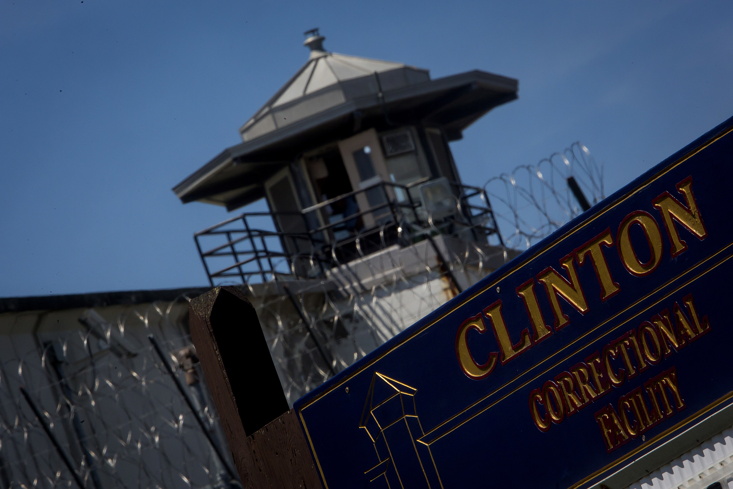 Manhunt Continues For Two Prisoners That Broke Out Of New York State Prison